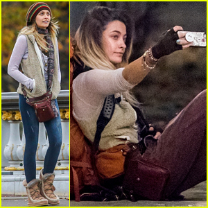 Paris Jackson Plays the Ukulele While Backpacking Around France (Video)