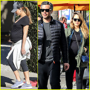 Pregnant Jessica Alba Takes a Holiday Hike With Her Family