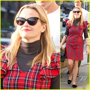 Reese Witherspoon Wears a Christmas-Themed Outfit While Shopping for the Holidays!