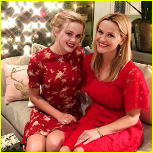 Reese Witherspoon & Her Family Get Festive on Christmas Eve!