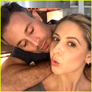 Sarah Michelle Gellar & Freddie Prinze Jr. Share Christmas Eve Kisses!