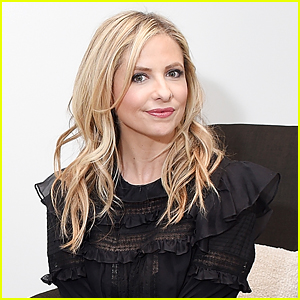 Sarah Michelle Gellar Got a Woman's Engagement Announcement By Accident & Shared it Online!