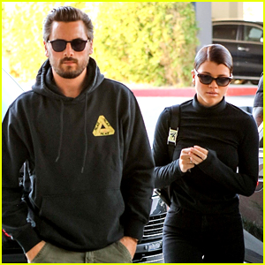 Scott Disick & Sofia Richie Go Last Minute Holiday Shopping!