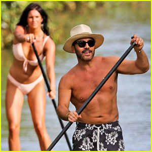 Shirtless Jeremy Piven & British Actress Darcie Lincoln Relax in Hawaii Amid Sexual Assault Allegations