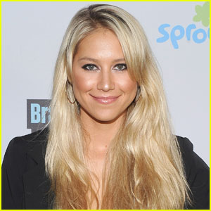 Anna Kournikova Shows Off Post-Baby Body During Gym Session!