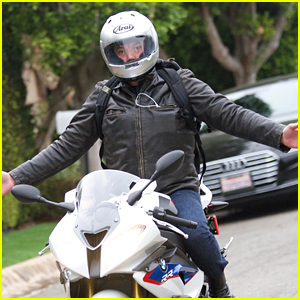 Ben Affleck Rides His Motorcycle with No Hands
