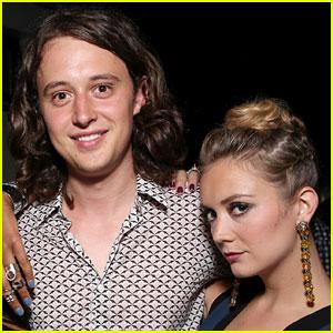 Billie Lourd & Ex-Boyfriend Austen Rydell Showed Some PDA at Globes Party (Report)