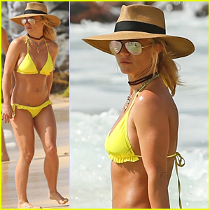 Britney Spears Hits the Beach in Hawaii in a Yellow Bikini!