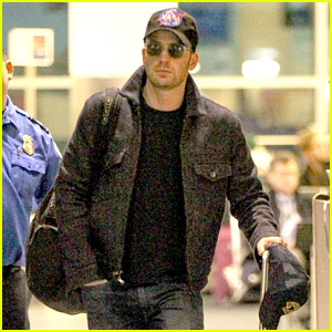 Chris Evans Flies Home to Boston for the Weekend