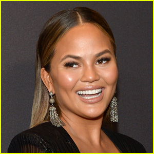 Chrissy Teigen Discovers Her Toilet Is Missing From Her Home at the Worst Moment!