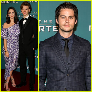 Dylan O'Brien & 'Maze Runner' Co-Stars Pose at Paris Premiere