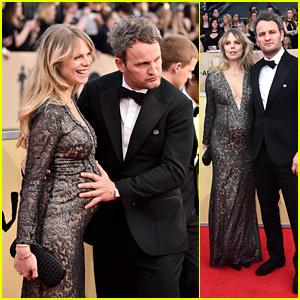 Jason Clarke & Pregnant Partner Cecile Breccia Hit the Red Carpet at SAG Awards 2018!