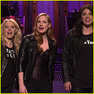 Jessica Chastain Brings the Women's March to 'SNL' for Her Opening Monologue! (Video)