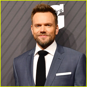 Joel McHale Is Hosting a New Unscripted Netflix Series!