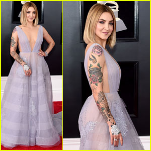 Julia Michaels Stuns in Plunging Purple Gown at Grammys 2018