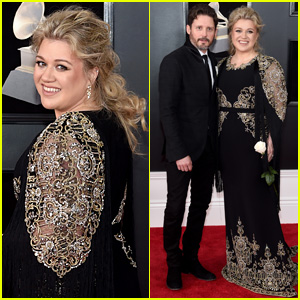 Kelly Clarkson Shows Solidarity for Time's Up Movement at Grammys 2018
