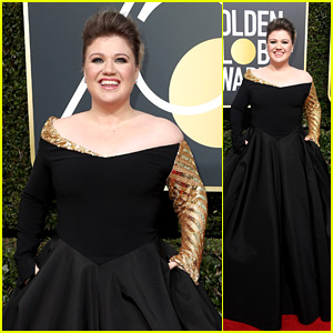 Kelly Clarkson Hits the Red Carpet in Black at Golden Globes 2018