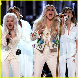 Kesha Performs 'Praying' at Grammys 2018 with Fellow Female Artists! (Video)