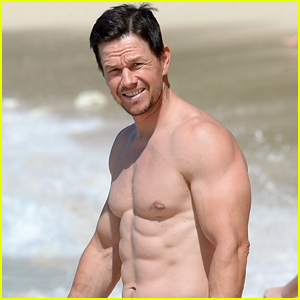Mark Wahlberg Flaunts Chiseled Abs on New Year's Day!