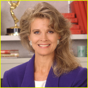 'Murphy Brown' Revival Set at CBS, Candice Bergen Returning!