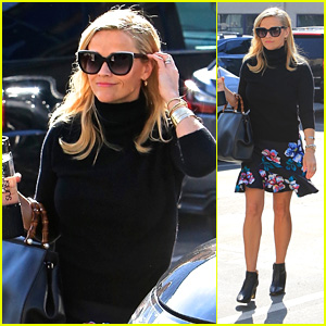 Reese Witherspoon Looks Cute in Floral While Taking Care of Business!