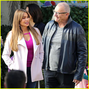 Sofia Vergara is Pretty in Pink While Shooting 'Modern Family' Scene With Ed O'Neill