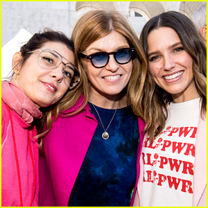 Sophia Bush Joins Forces with Marisa Tomei & Connie Britton at Women's March 2018 in LA!