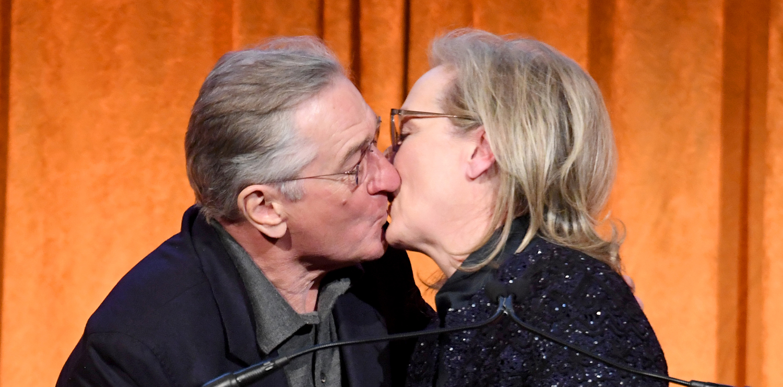 meryl streep kisses robert de niro while being honored at