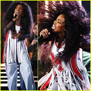 SZA Slays Performance of 'Broken Clocks' at Grammys 2018 - Watch!