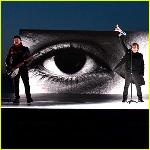 U2 Perform 'Get Out Of Your Own Way' on Grammys 2018 - Watch Now!
