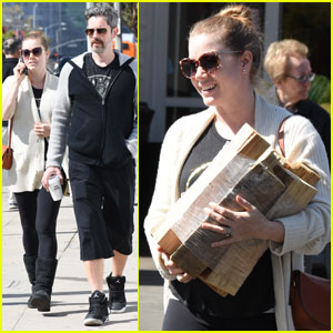 Amy Adams & Husband Darren Le Gallo Couple Up For Casual Shopping Trip