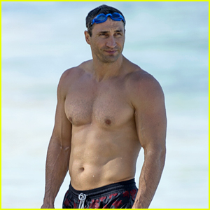 Boxer Wladimir Klitschko Flaunts Ripped Body at the Beach!