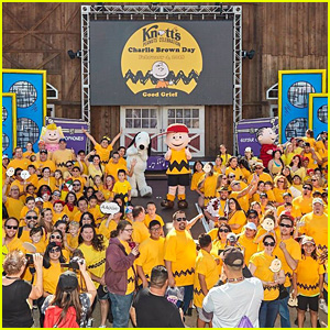 Knott's Berry Farm Celebrates Charlie Brown Day With Record-Breaking Photo!