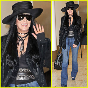 Cher Causes a Fan Frenzy in Australian Airport!