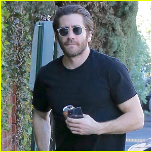 Jake Gyllenhaal Keeps It Casual While Heading to a Meeting in LA!