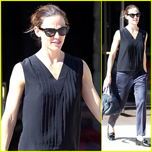 Jennifer Garner Keeps It Casual While Attending Church!