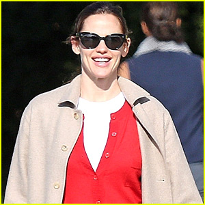 Jennifer Garner Celebrates One Million Instagram Followers with Hilarious Video!