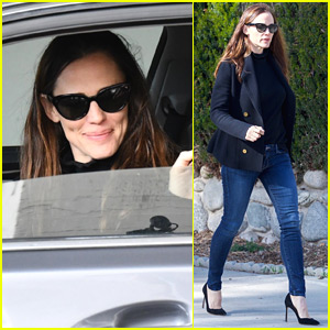 Jennifer Garner Starts Off Her Day with a Business Meeting