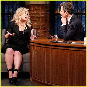 Kelly Clarkson Performs Two Songs on 'Late Night' & Discusses Being 'Competitive' on 'The Voice' - Watch Here!