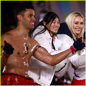 Lindsey Vonn Meets Up with Shirtless Tonga Flag Bearer at Olympics Closing Ceremony 2018