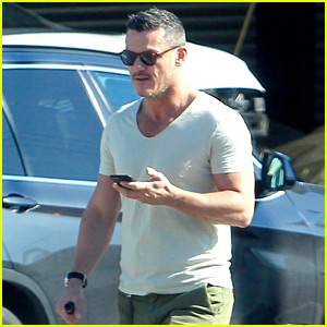 Luke Evans Enjoys Warm L.A. Weather in T-Shirt & Shorts