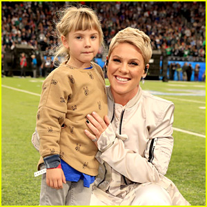 Pink's Daughter Willow Joins Her at Super Bowl 2018 (Photos)