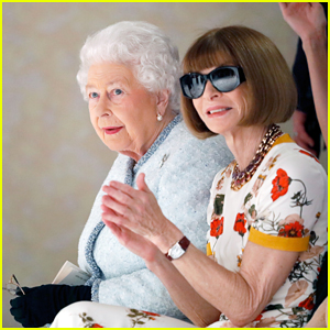 Queen Elizabeth Sits Front Row Next to Anna Wintour at London Fashion Week!