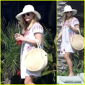 Reese Witherspoon Vacations in Mexico With Her Family!