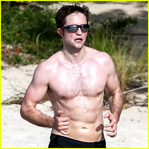 Robert Pattinson Bares Ripped Body While Shirtless in Antigua!