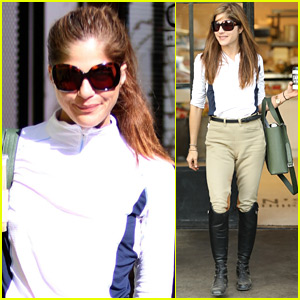 Selma Blair Kicks Off Her Day at the Horse Stables!
