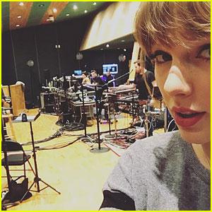 Taylor Swift Gives Fans a Sneak Peek at 'Reputation' Tour
