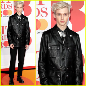 Troye Sivan Hits the Red Carpet at Brit Awards 2018!