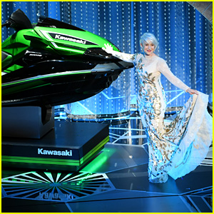 Helen Mirren Models Jet Ski to Be Given to Winner with Shortest Oscars 2018 Speech!