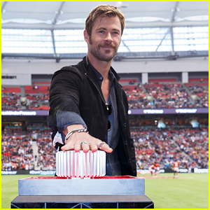 Chris Hemsworth Helps TAG Heuer Launch New Partnership with HSBC World Rugby Sevens Series!